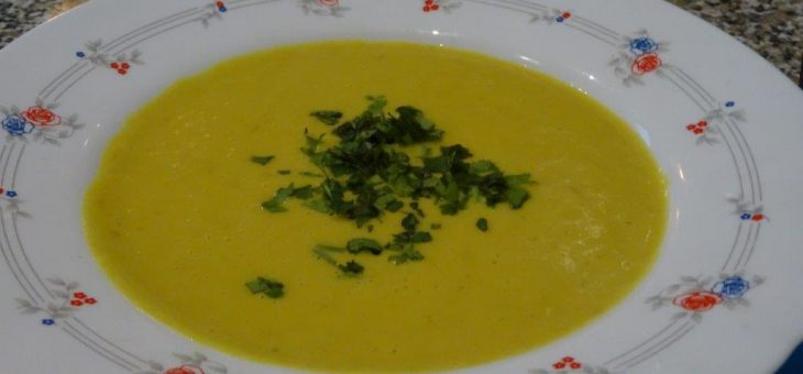 Rote Linsen Curry Suppe